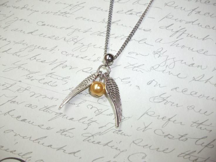 Golden snitch quidditch necklace - Harry Potter inspired de la boutique BijouxdeBrigitte sur Etsy