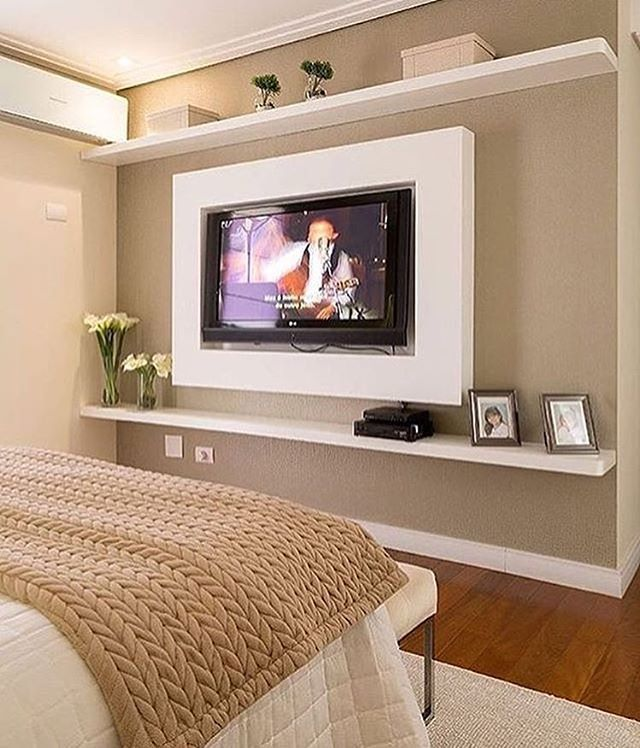 Passando para desejar uma ótima noite com esse quarto lindo. A base neutra permite a renovação da decor só mudando os adornos.