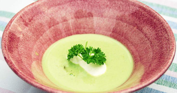 Snabblagad soppa med vacker grön färg, toppad med pepparrot och kallrökt lax.Dryckesförslag:Mousserande vin;Victoria Prosecco Extra Dry, 77880-01
