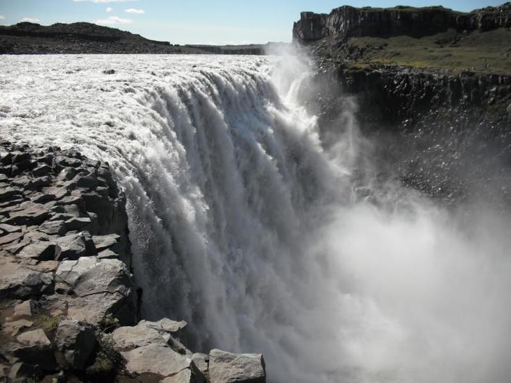 ユーラシアの旅で訪れるデティフォスの滝