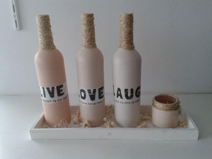 flessen gedecoreerd met servetten en touw