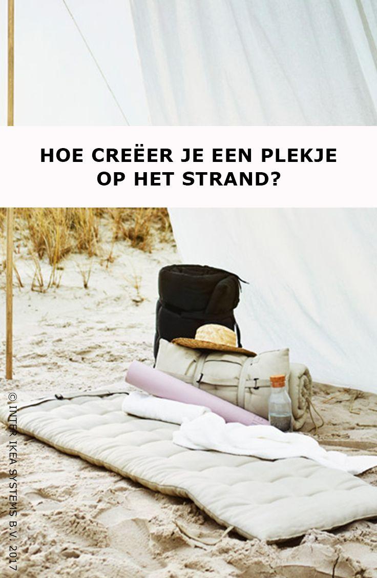 Maak je eigen strandoase! Een groot linnen gordijn voor wat privacy en een zonnebedkussen, meer heb je niet nodig om even weg te dromen op het strand. Ontdek onze ideeën. HÅLLÖ Kussen voor ligbed, 54,90/st. #IKEABE #IKEAidee  Create your very own beach oasis! A big linen curtain to give you some privacy and a sun lounger pad, what more do you need to dream the day away? Discover our ideas. HÅLLÖ Chaise pad, 54,90/pce. #IKEABE #IKEAidea