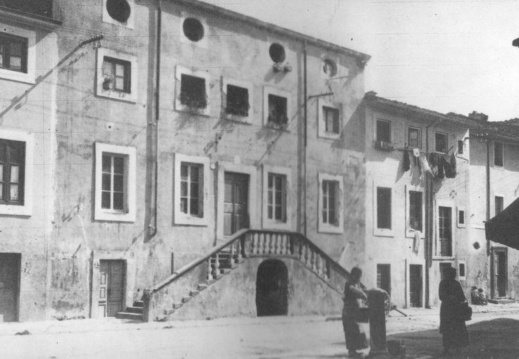 Viareggio - Piazza Pinciana in una vecchia fotografia tratta da Nuova Viareggio Ieri N.9-novembre 1993