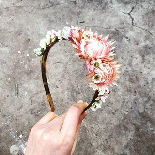 Little native headband...paper daisy, wax, tetranut 🌸