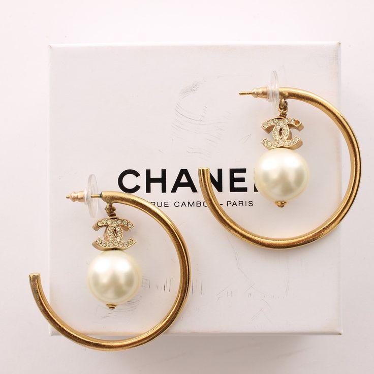 38 besten chanel earrings outfits bilder auf pinterest coco chanel accessoirs und hutst nder. Black Bedroom Furniture Sets. Home Design Ideas