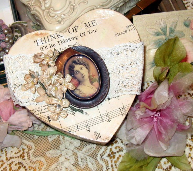 Vintage Wallpaper Decoupaged Picture Frame & More - Mitzi's Miscellany