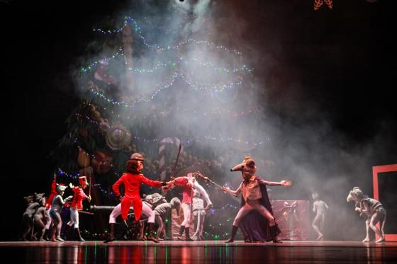 Visit Greece | Thessaloniki Concert Hall is hosting a series of seasonal performances and concerts throughout December with carols, music, ballet, dancing and entertainment so that travelers and visitors to Greece's second biggest city can join in the festive fun!  #visitgreece #ballet #christmas #events