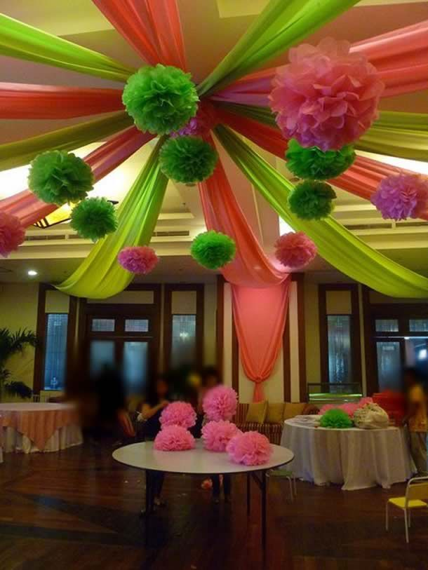 http://artesanatobrasil.net/ideias-para-festa-infantil/ Ideias para festa infantil decoração com pompons #festainfantil #decoração #festa #aniversário #pompomdepapel #pompom
