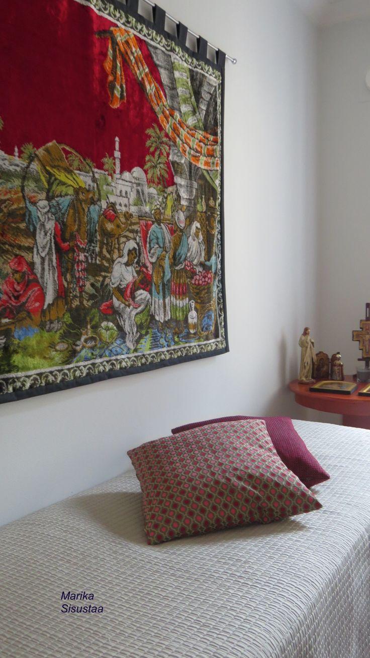 Makuuhuone, sisustustyynyt, itämainen sisustus, beige, viininpunainen