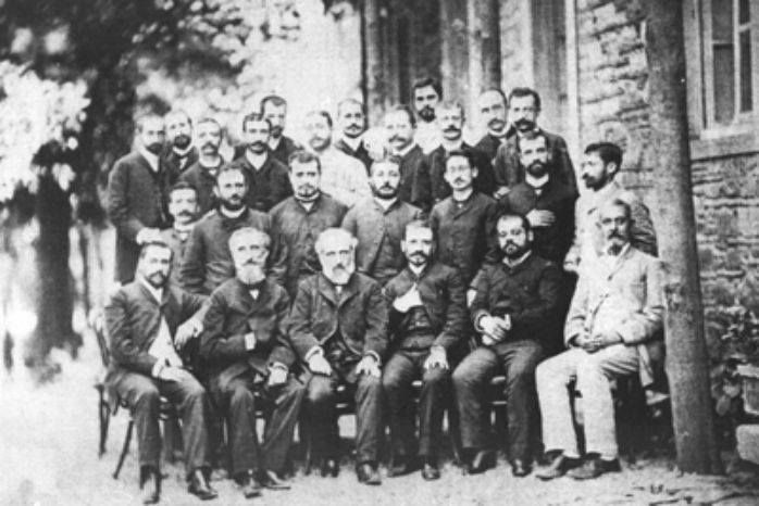 In 1920 there were 250 Greek schools in Smyra with 900 teachers and professors and 40,000 students, while the Turks, in the same year had 98 schools and 200 teachers and 6,300 students. Pictured are teachers and former students of the Evangelical School of Smyrna in 1878. Source: Archives of the Union of Smyrniots.
