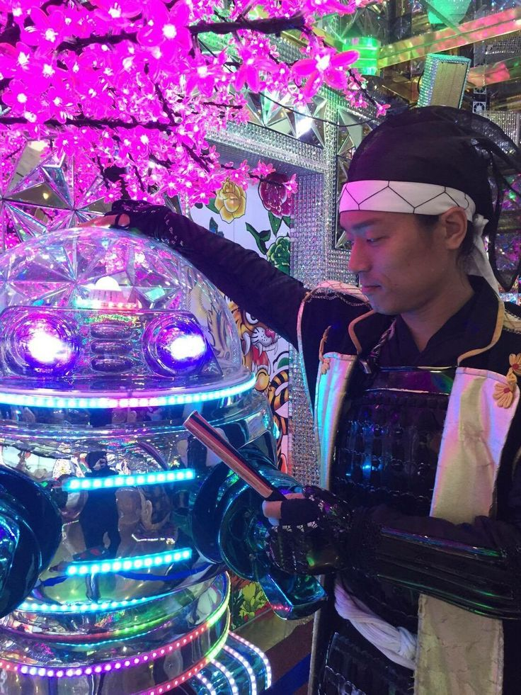 "Tokugawa Ieyasu went to ""Robot restaurant"" at Shinjuku."