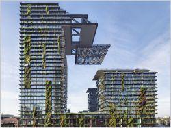 le One Central Park est la première réalisation de taille dans ce quartier de Sydney. Les tours abritent 623 appartements, entourés de verdure et qui surplombent un centre commercial. Conçu par les ateliers Jean Nouvel et PTW Architects, le dessin des tours repose sur deux concepts : les héliostats (miroirs reflétant le soleil) et la culture hydroponique (hors terre), appliqués à des échelles inédites. S'y ajoutent une centrale thermique à faibles émissions et un centre de retraitement des…