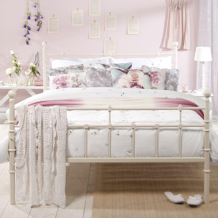 ... dit bed vormt een goede basis voor een slaapkamer in romantische sfeer