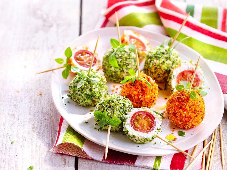 Apportez de la fraîcheur et de la couleur à vos apéros grâce à cette recette facile et ludique ! Quelques tomates cerises, du chèvre frais, des herbes...