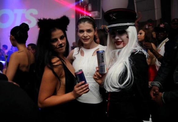 Monica Gabor a dat petrecere de Halloween cu energizante! Iata cum s-a costumat! on http://www.fashionlife.ro
