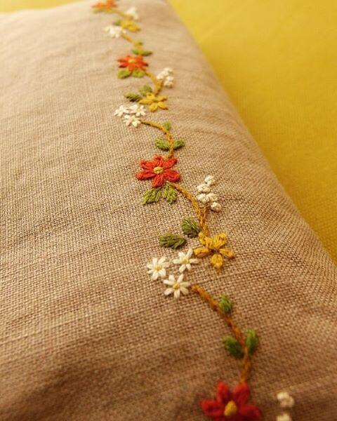 #刺繍 #embroidery #tukururisabroderie #amagallery #flower 秋色ポーチ。 大阪 堺市 ama gallery 「おくりもの」展 (12/2〜26)に出品