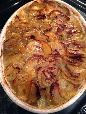 C'est la plat familial par excellence, celui que l'on oublie au four et qui se bonifie avec les heures de cuisson. Les côtes d'agneaux sero...