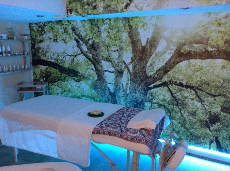 Quinte & Sens, massage et beauté Hyères 83400 Var.  Cabine de soin+  chromo thérapie .