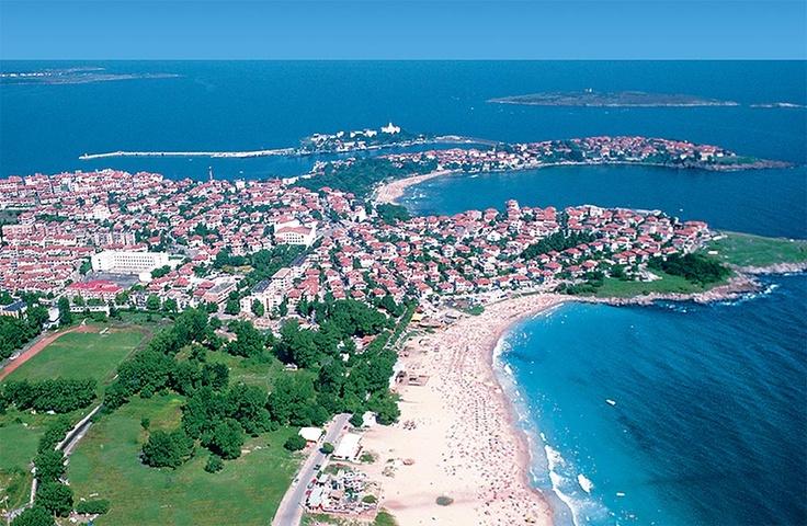 Szozopol strandja meglehetősen aprócska - de cserébe minden este felszedik a szemetet