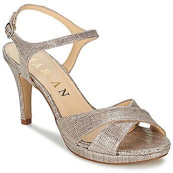 Für Marian ist die Sandale vor allem eine Farbsache: Hier in silber ist dieses Modell ein perfektes Accessoire! Der Dory setzt auf Riemen aus Leder und eine Sohle aus Synthetik. Angenehm zu tragen kombiniert dieser Schuh eine Innensohle aus Leder mit einem Innenfutter aus Leder. Der Absatz von 9 cm sorgt für einen trendigen Look.  - Farbe : Silbern - Schuhe Damen 89,60 €