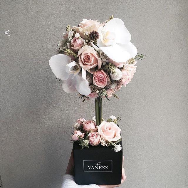. Lesson Order Katalk ID vaness52 E-mail vanessflower@naver.com . #vanessflower #vaness #flower #florist #flowershop #handtied #flowergram #flowerlesson #flowerclass #바네스 #플라워 #바네스플라워 #플라워카페 #플로리스트 #꽃다발 #부케 #원데이클래스 #플로리스트학원 #화훼장식기능사 #플라워레슨 #플라워아카데미 #꽃수업 #꽃스타그램 #부케 #花 #花艺师 #花卉研究者 #花店 #花艺 . . #토피어리 #topiary . . 호접난으로 핀 꽂은 토리어리