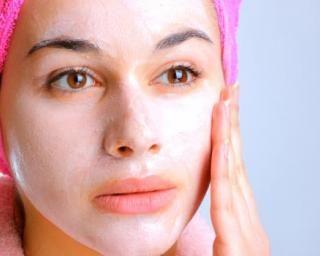 Masque visage coup d'éclat à la levure maison : http://www.fourchette-et-bikini.fr/recettes/recettes-minceur/masque-visage-coup-declat-la-levure-maison.html