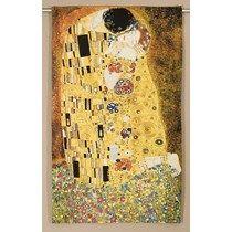 """Fantastisch geweven wandkleed om de liefde te bevestigen!  Voor het creëren van een warm gevoel in de slaapkamer, in de hal of in de woonkamer......   Het ontwerp is afkomstig van Gustav Klimt (1862 - 1918). Deze Oostenrijkse kunstenaar was één van de meest prominente leden van de Wiener Secession.  In zijn werk zijn kenmerken van het Symbolisme te ontdekken. The Kiss (Der Kuss) is vervaardigd tijdens de """"gouden periode"""" van Klimt.  Het wandtapijt is aan de achterzijde gevoerd en be..."""