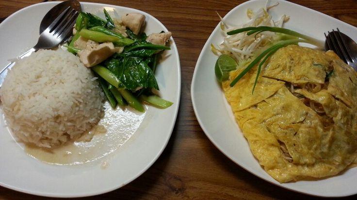 Pad Thai Omelett und Reis mit Chicken