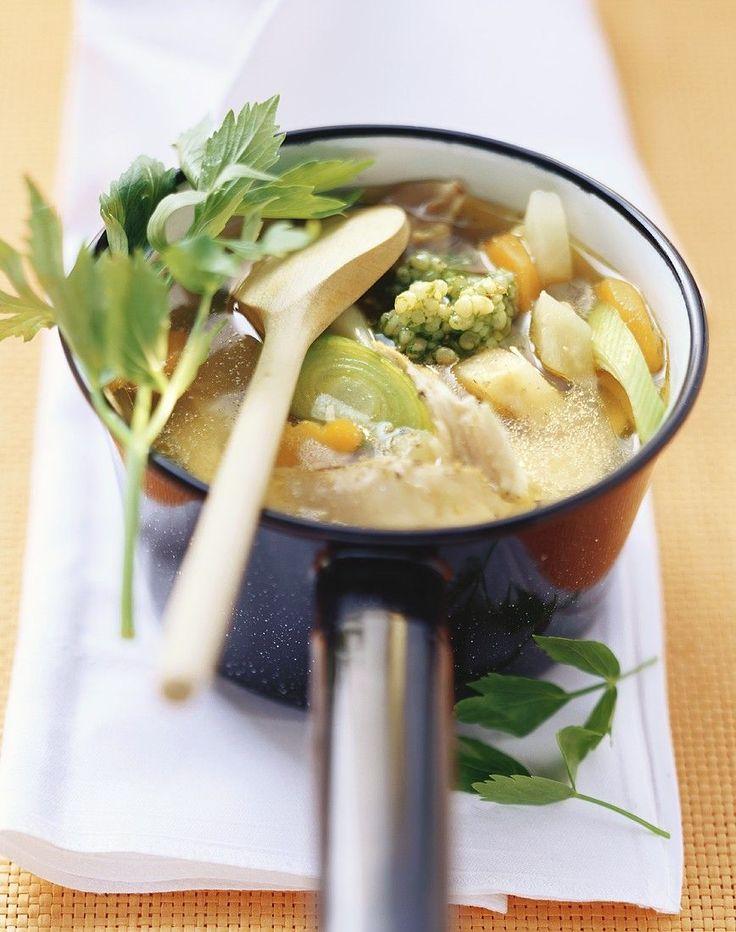 """Het lekkerste recept voor """"Grootmoeders kippensoep met gerst"""" vind je bij njam! Ontdek nu meer dan duizenden smakelijke njam!-recepten voor alledaags kookplezier!"""