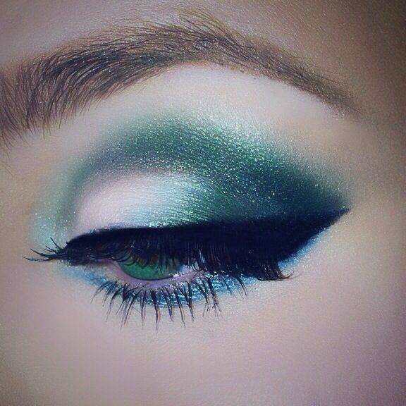 They say to never use greens on green eyes but I couldn't help myself ❤️ such a gorgeous color. #smokey eyes #makeup #mua #mywork #savannah stephenson #aquamarine #blue #green #shimmer #eyeshadow #eyeliner #liquid liner #lashes #brows #cat eye #winged liner