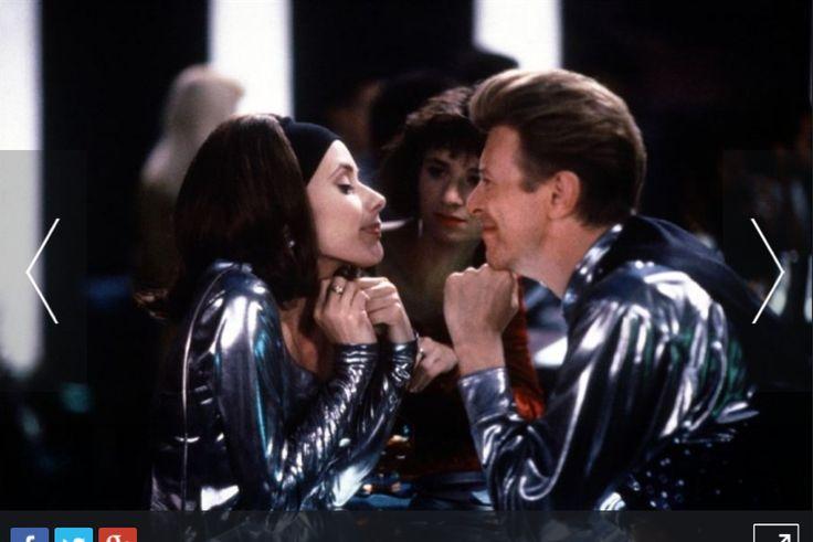 The Linguini Incident (1991) Bowie dans une comédie déjantée, absurde, accompagné de Rosanna Arquette. Deux restaurateurs mécontents décident de voler leurs employeurs.