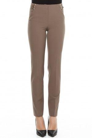 Pantalon conic cu buzunare si betelie cu doua catarame duble metal.