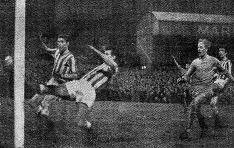 March 25th 1963. Jimmy Whitehouse watches on as George Curtis's header puts Coventry City 2-1 ahead versus top of Division Two Sunderland in the FA Cup at Highfield Road, in front of a crowd which was stated as 40487, but was more like 50000