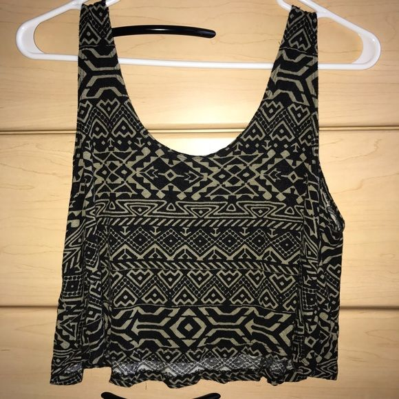 Tribal Print Crop Top Loose crop top, in perfect condition ✨ SIZE REFERENCE - 5'1 - 135 LBS - 32C - 7 IN JEANS Love Culture Tops Crop Tops