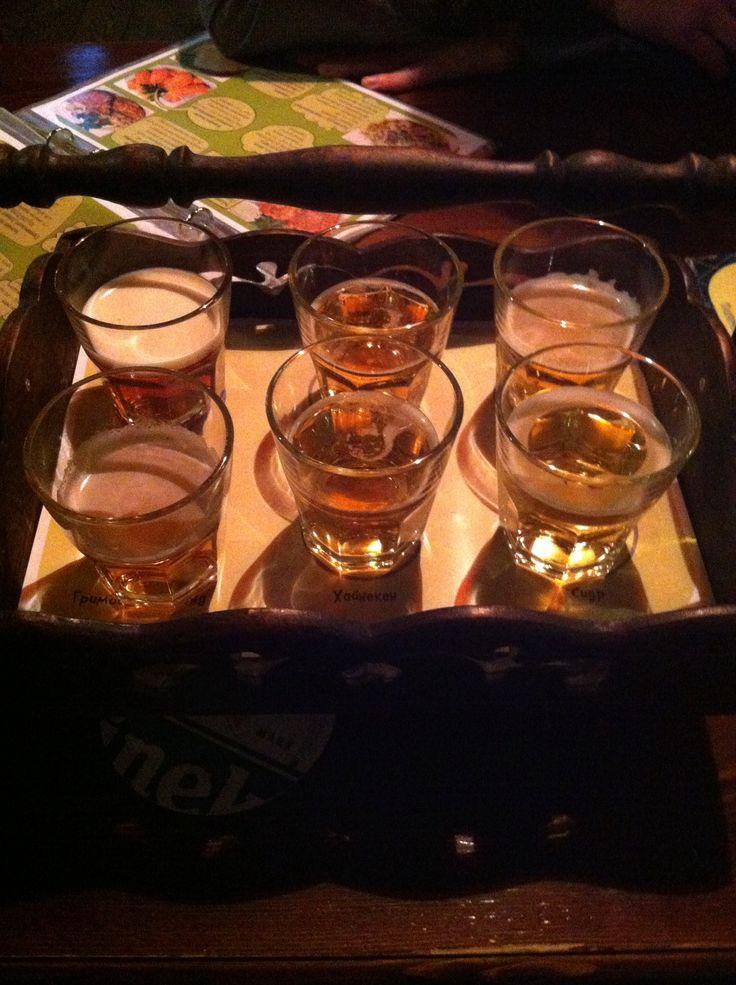 Дегустация светлого пива в Хулиганс