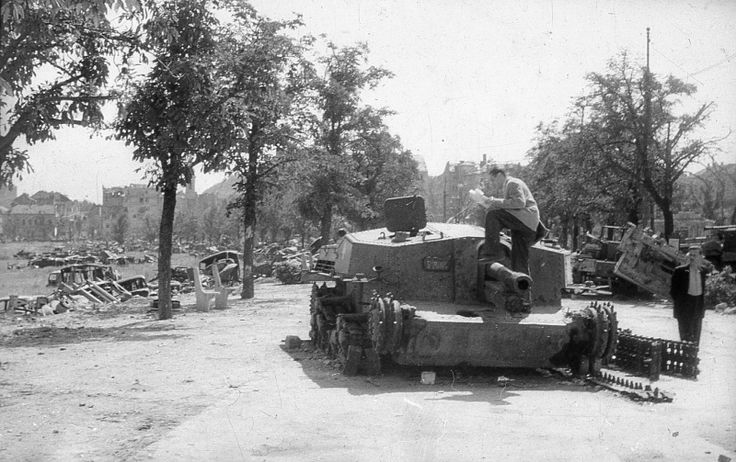 Citizen examines lined Hungarian ACS 'Zrinyi' II (40/43M Zrínyi) on the streets of Budapest.