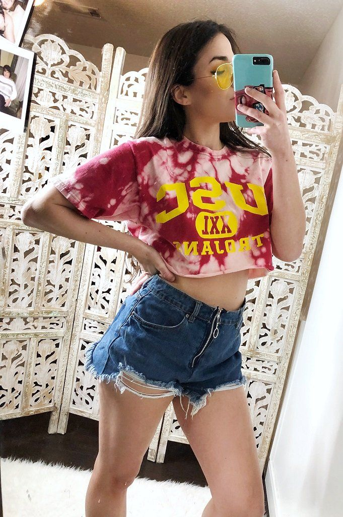 USC Tie Dye Bleach Crop Top | INSPIRE BOUTIQUE #college #croptop #DIY #tiedye #bleach #tailgate #outfit #ideas #style #fashion