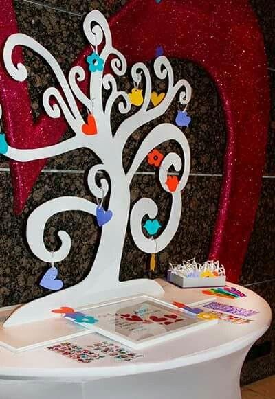 Arbol de los deseos (Guest Book), fiesta de 15 años por Fecha Memorable. Fiesta temática de Agatha Ruiz de la Prada.
