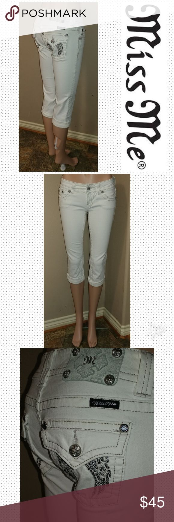 """Miss Me Capri size 26 Miss Me Capri size 26, inseam 20"""", waist laid flat 13.5"""", rise 6.5"""". Sequin wings. Great condition. Miss Me Jeans Ankle & Cropped"""