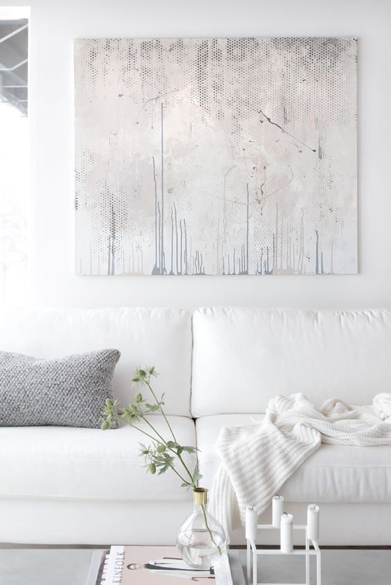 Modern+wall+art+and+white+decorated+living+room