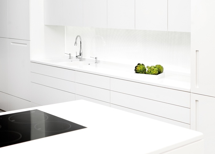 Material: HI-MACS®, Alpine White and Cima.  #Design #Kitchen
