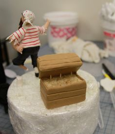 How to create a Nautical Themed Treasure Chest Cake Topper