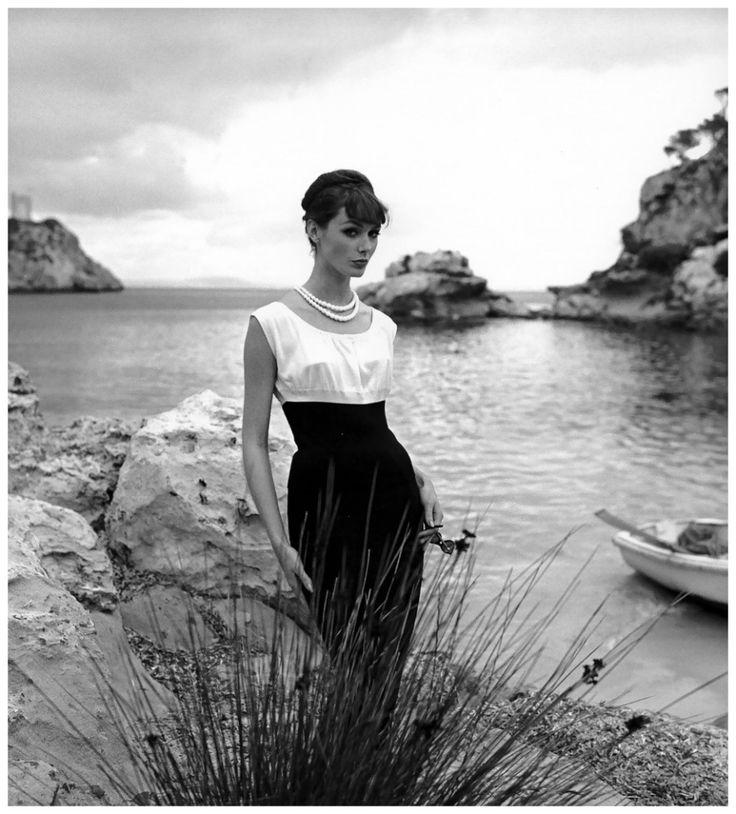 Il mare e la vita hanno molto in comune. Rilassati. Lasciati andare. Abbi fiducia nel fatto che resterai a galla, e ci starai. Se invece opponi resistenza, pensando che finirai sul fondo , ci andrai davvero. La scelta spetta solo a te. ~ Marcia Grad Powers La principessa che credeva nelle favole Ph. Lucinda Hollingsworth, Palma de Mallorca, Spain, photo by Georges Dambier, 1958