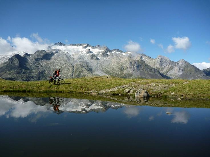 Alta Ruta TransPirenaica con un par de ruedas: 1.160 km mountain biking through the Pyrenees