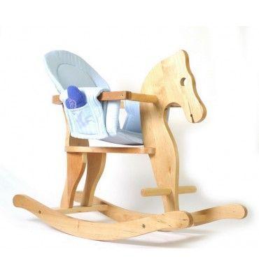 Houten hobbelpaard met zadel Mooi afgewerkt houten hobbelpaard met een zacht zadel Dit hobbelpaard wordt geleverd met een zachte inzetten stoel (zowel lichtblauw als roze) voorzien van 2 zakken aan de zijkant. In 1 zak zit een speeluurwerkje. Dit model is voorzien van een veiligheidsbeugel en heeft voetensteunen aande voorzijde. gemaakt van hardhout Afmeting : 78 x 32 x 60 cm Levertijd 2-5 werkdagen