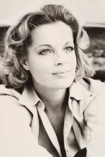 Romy Schneider age at death 43 cause of death, Schneider was found dead in his apartment in Paris May 29, 1982 It was suggested that she had committed suicide by taking a lethal cocktail of alcohol and sleeping pills. After another post-mortem examination was carried out, authorities declared that she had died of cardiac arrest.