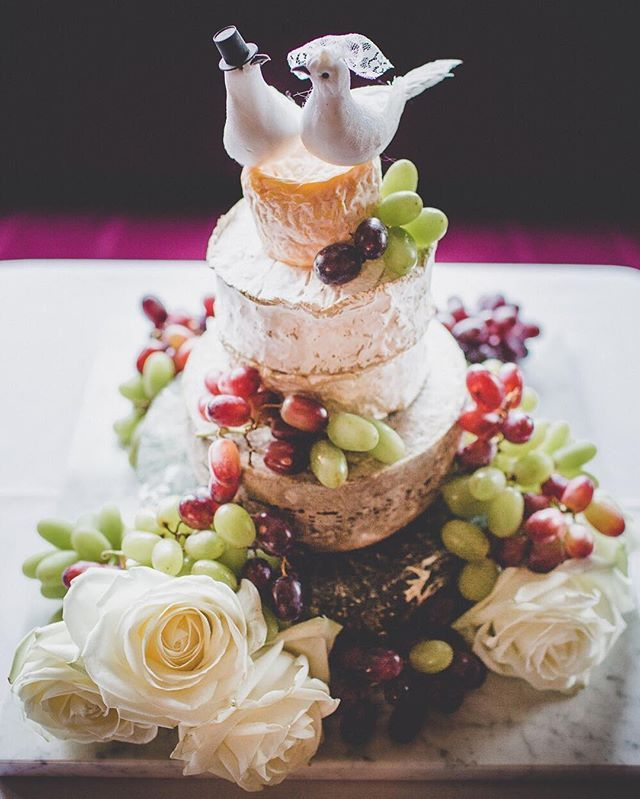 We love how Kate and Tom put together their cheese wedding cake! #loveandmarriage #cheeseweddingcake #thefinecheeseco #letthemeatcake Photography by Kate Gray Photography @kategrayphotography