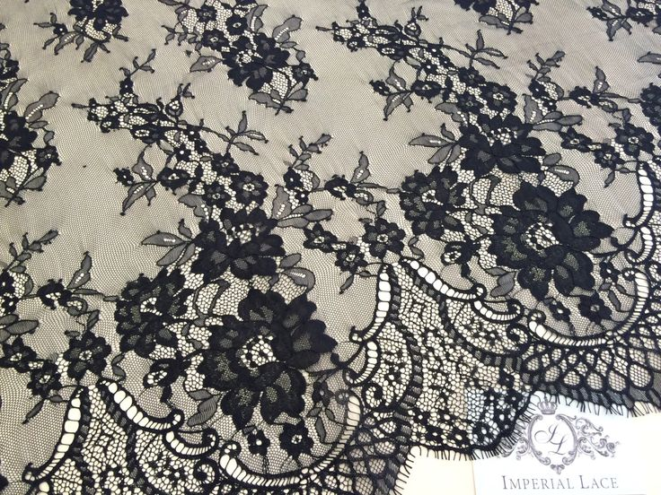 Schwarze Chantilly Lace Hochzeit Spitze, schwarze Chantilly Spitze Stoff, Stoff, Blumenmuster, Französisch M000020 von ImperialLingerie auf Etsy https://www.etsy.com/de/listing/251668308/schwarze-chantilly-lace-hochzeit-spitze