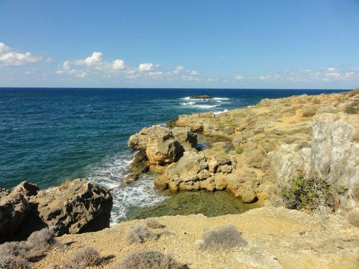 Rotsen en de middellandse zee bij Platia Kanari