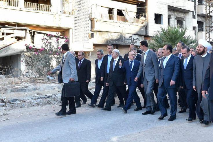 Spaziergang durch eine Geisterstadt: Assad und seine Getreuen spazieren durch...